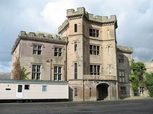 440px-Barmoor_Castle_-_geograph.org.uk_-_779515