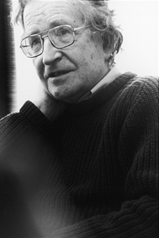 English: Photograph of Noam Chomsky